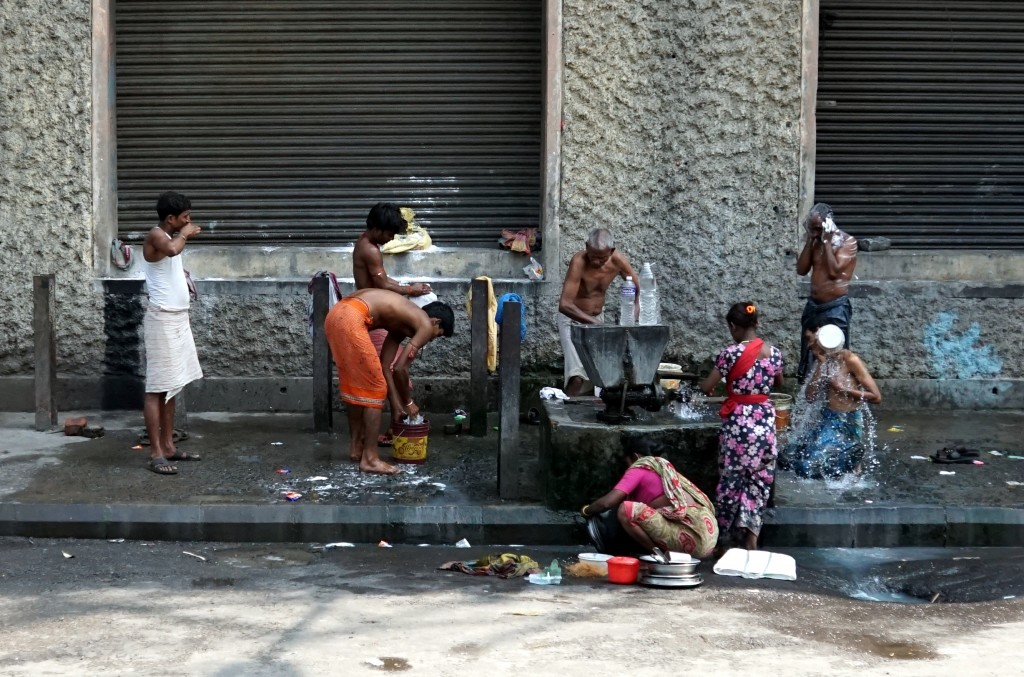 Washing on the street.